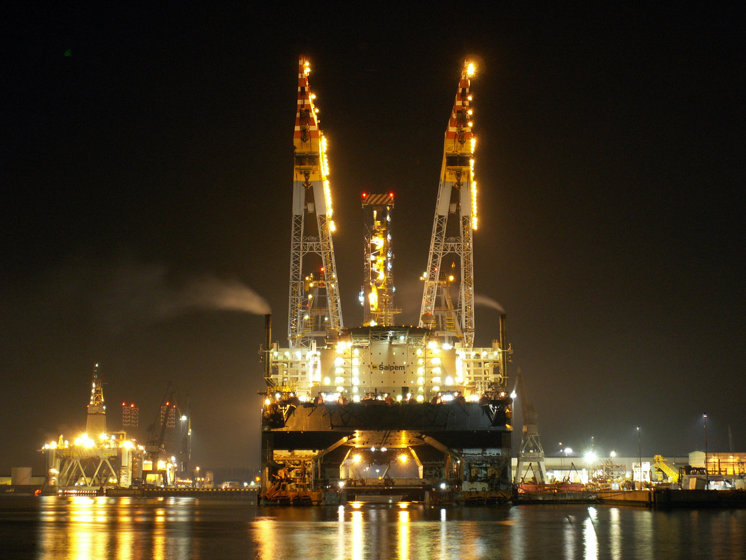 Saipem_7000_at_night_p2_24January2006